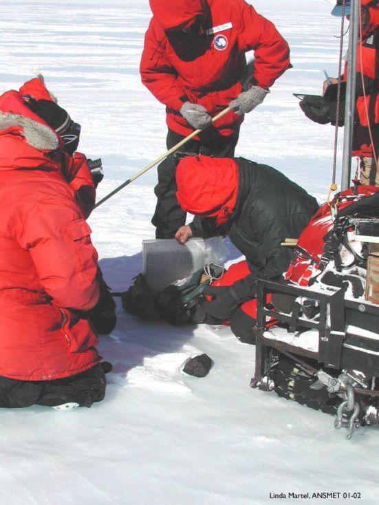 675px-Meteorite_Recovery_Antarctica